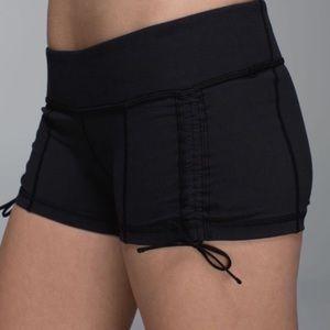 Lululemon Adjustable Hot Hot Short in Black